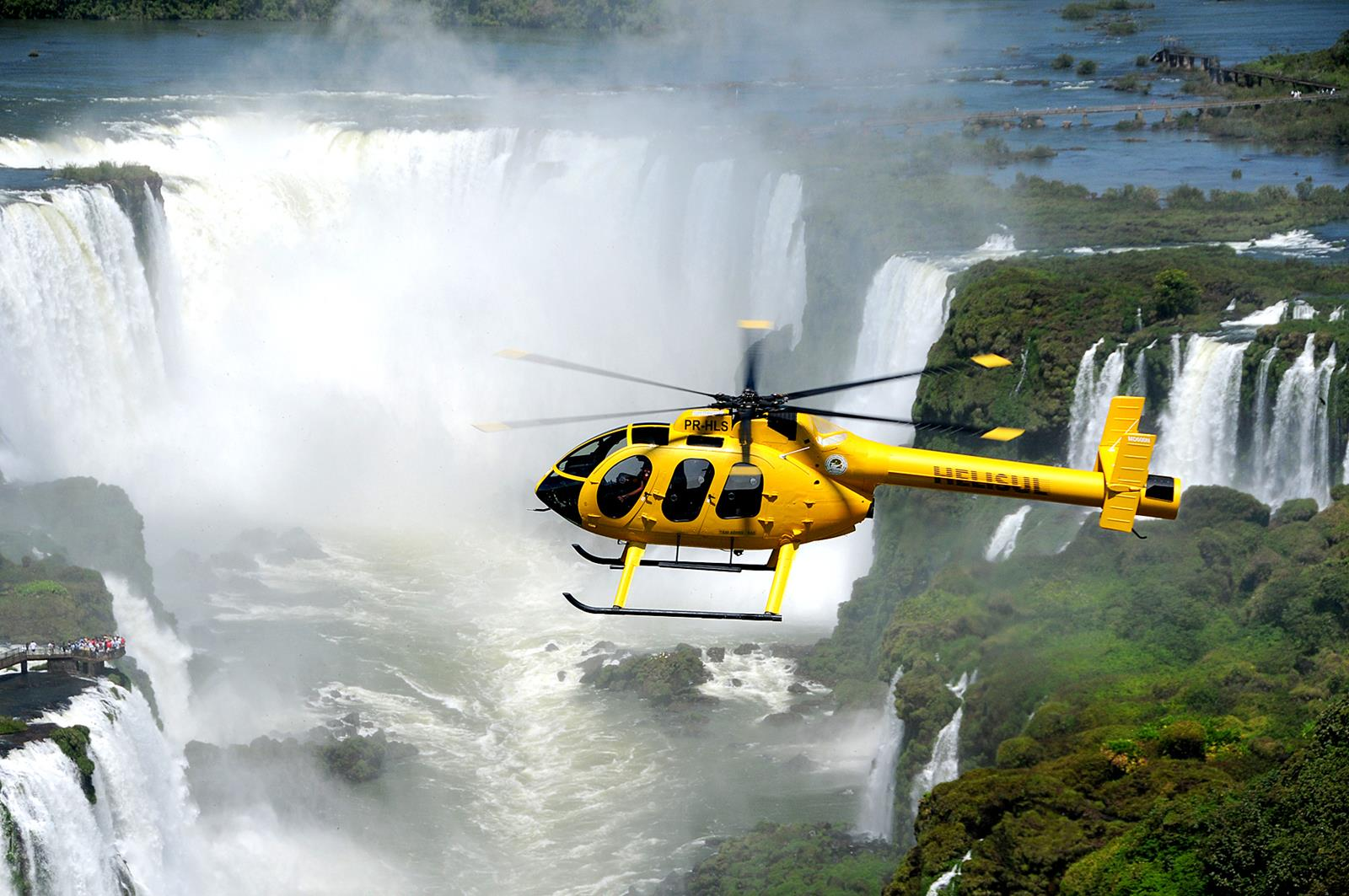 Voo de helicóptero sobre as Cataratas